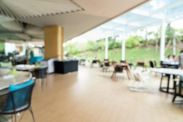 Borrão abstrato e buffet de café da manhã desfocado no interior do restaurante do hotel como fundo desfocado