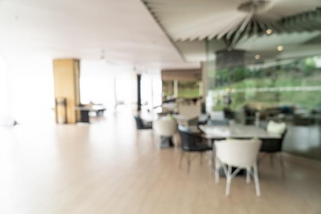 Borrão abstrato e buffet de café da manhã desfocado no interior do restaurante do hotel