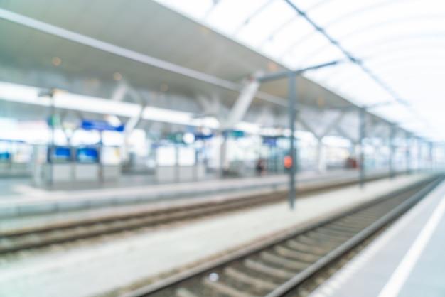 Borrão abstrato na estação de trem