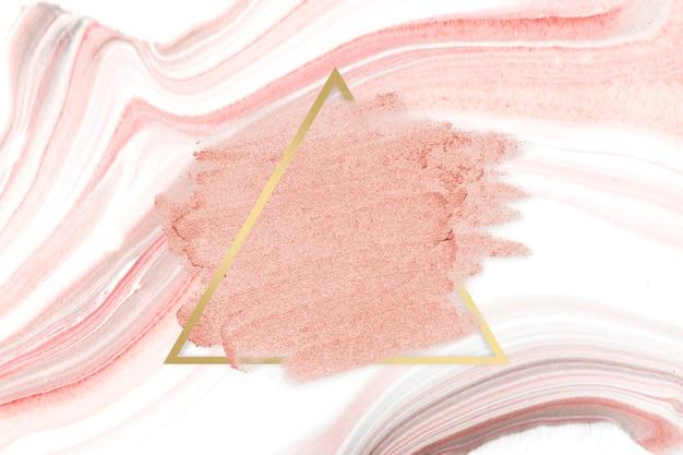 Borrão de batom rosa