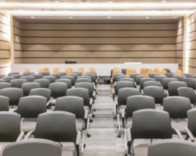 Borrão de movimento do seminário vazio depois de terminar a reunião e a audiência saem