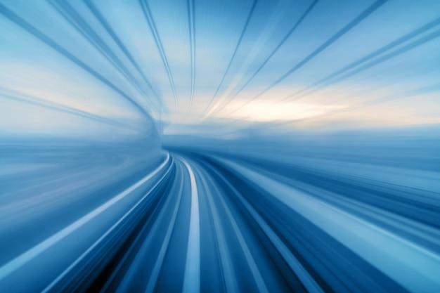 Borrão de movimento em movimento abstrato de tóquio japão trem yurikamome linha movendo-se entre túnel em tóquio