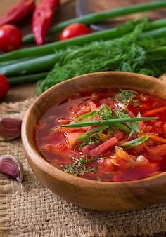 Borsch de legumes russos ucranianos tradicionais