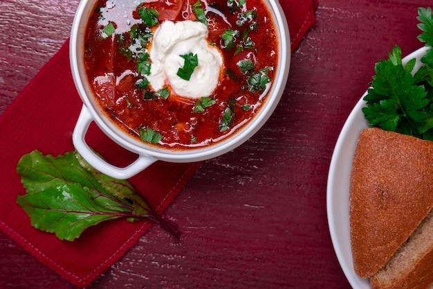 Borsch tradicional ucraniana, sopa russa vegetariana vermelha,