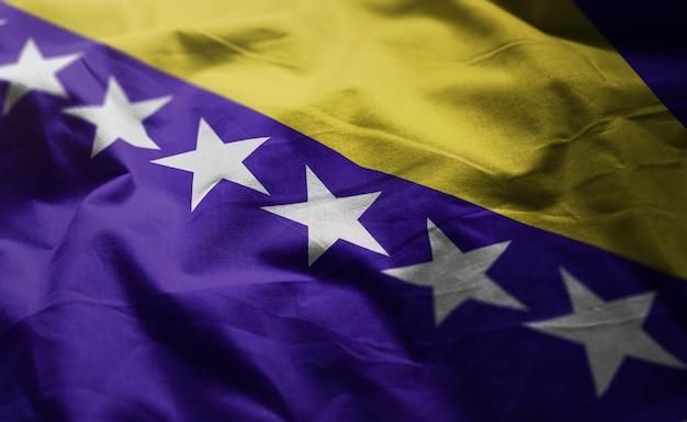 Bósnia e herzegovina bandeira amarrotada close up