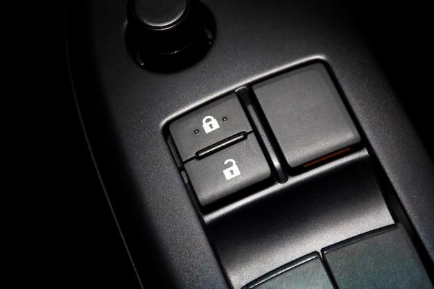 Botão de bloqueio da porta do carro para bloqueio e desbloqueio da porta do carro.