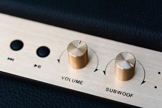 Botão de volume no alto-falante bluetooth
