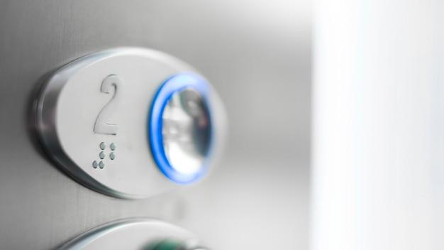 Botão elevador de close-up com braille