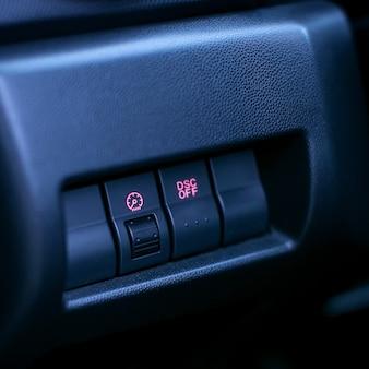 Botão para desativar o controle de tração no carro