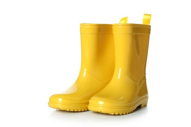 Botas de borracha amarelas isoladas em branco