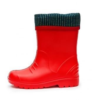 Botas de borracha vermelha infantil com manguito em tempo chuvoso