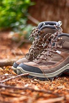 Botas de caminhada marrom