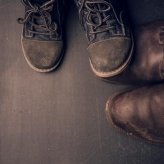 Botas do papai e sapatos de bebê, conceito de dia dos pais.