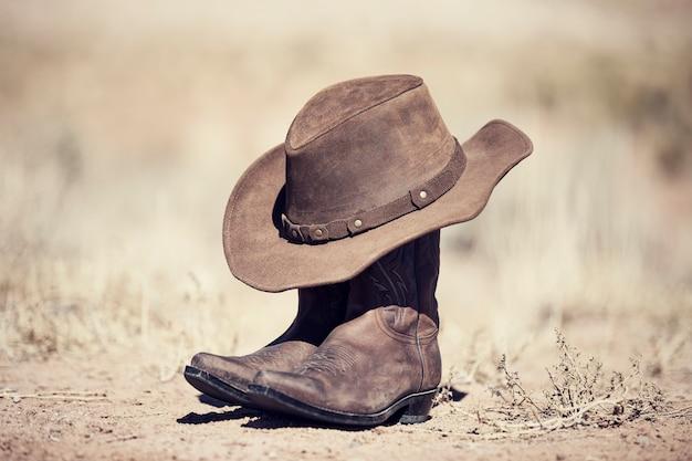 Botas e chapéu, processamento antigo