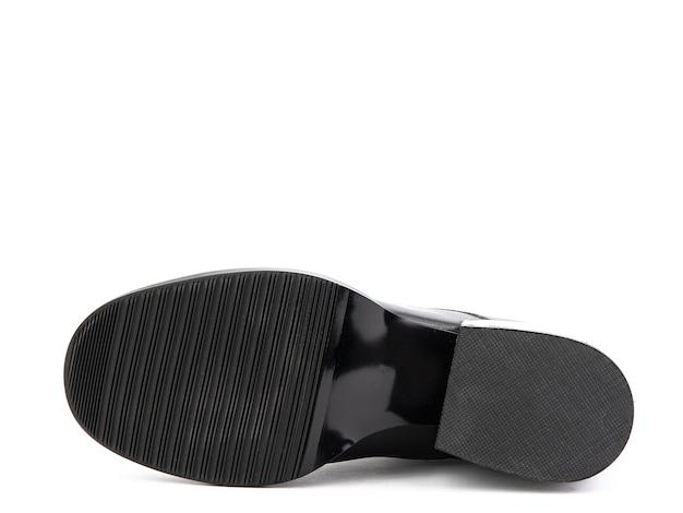 Botas femininas outono tornozelo preto de couro com zíper preto e salto médio isolado branco