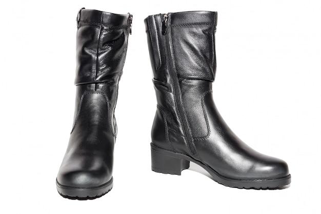 Botas pretas de couro para mulher