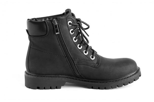 Botas unisex pretas pesadas, isoladas no branco, sapatos para a temporada de inverno outono