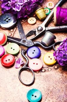 Botões de costura colorida