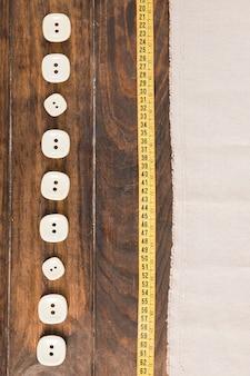 Botões de costura com fita métrica