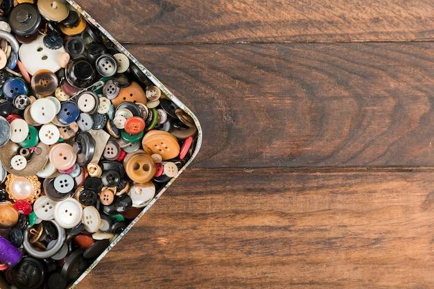 Botões de costura em uma caixa