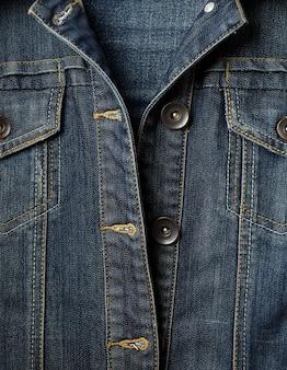 Botões e jaqueta jeans de costura