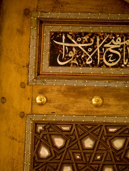 Botões na porta em kusadasi turquia