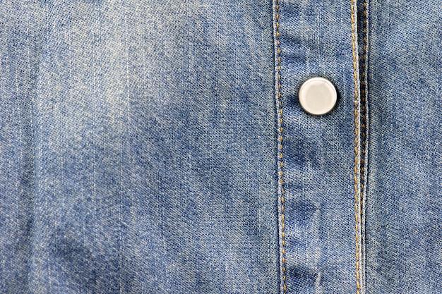 Botões no fundo de calça jeans