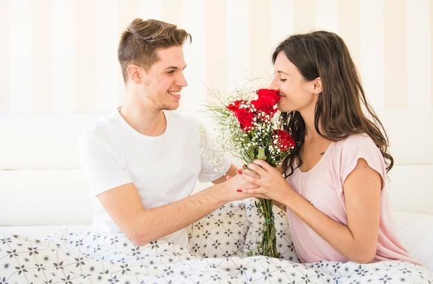 Bouquet de cheiro de mulher recebido do homem