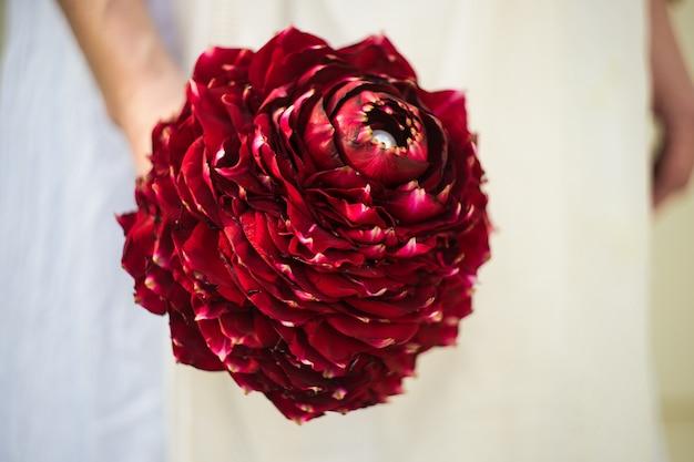 Bouquet de noiva com rosas vermelhas