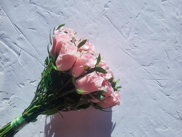 Bouquet de noiva de rosas frescas