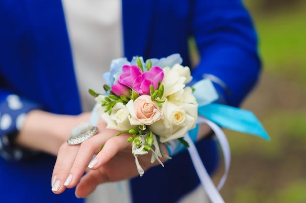 Bouquet em suas damas de honra mão