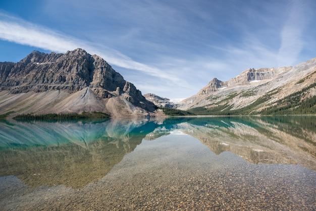 Bow lake, parque nacional de banff, alberta, canadá