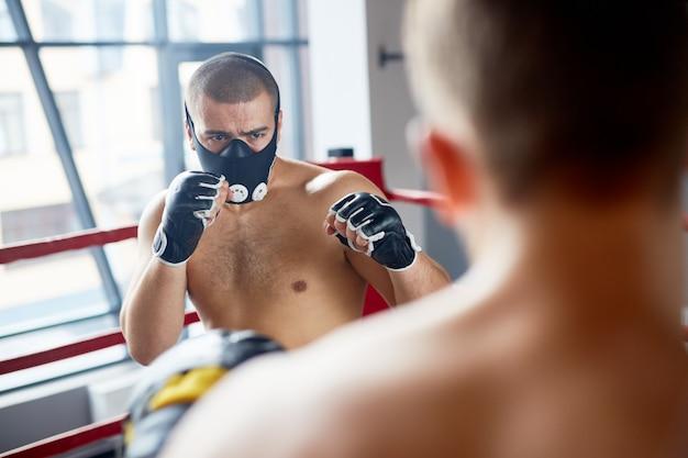 Boxe em máscara de resistência