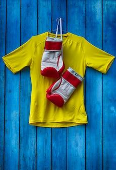 Boxer roupas e luvas para boxe