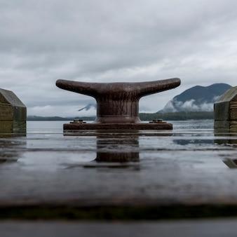 Braçadeira de doca com casas de barcos, reserva do parque nacional de pacific rim, tofino, ilha de vancouver, british col