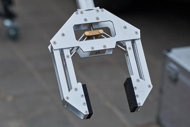 Braço de robô capturador para remoção de minas