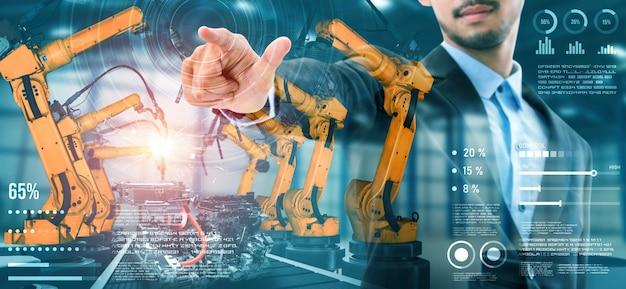 Braço de robô mecanizado de indústria e dupla exposição de operário