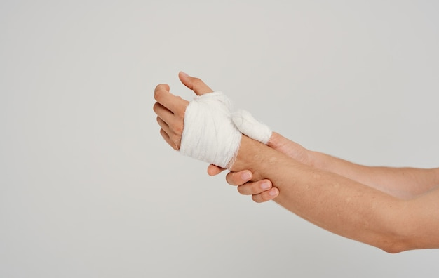 Braço ferido enfaixando paciente problemas de saúde remédio