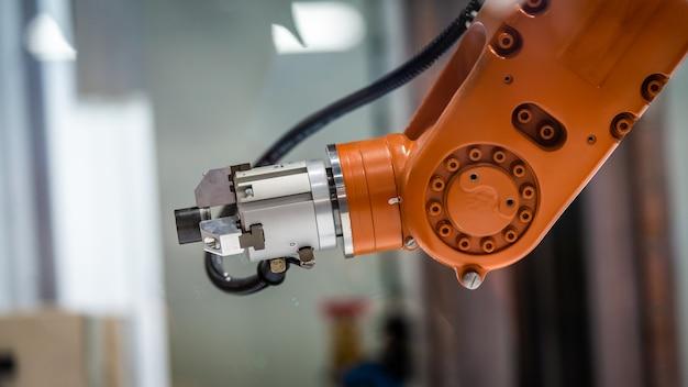 Braço mecânico robótico industrial