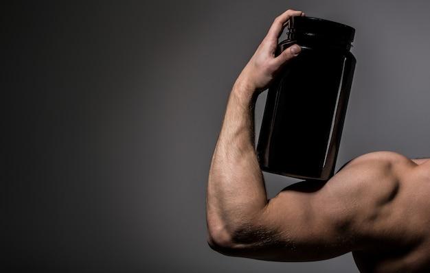 Braço musculoso. músculos fortes. esportista, músculos, homem atleta, tríceps. esteróide, vitamina esportiva, doping, anabolizante, proteína. mão musculosa, tríceps. mão forte, braço de homem, fis