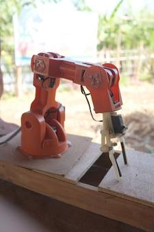 Braço robótico da indústria