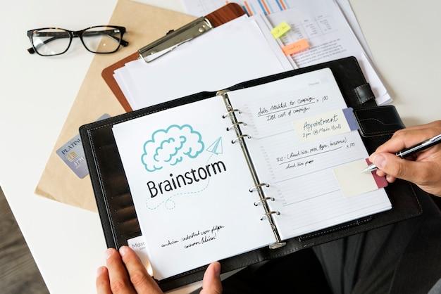 Brainstorm de texto em um planejador pessoal