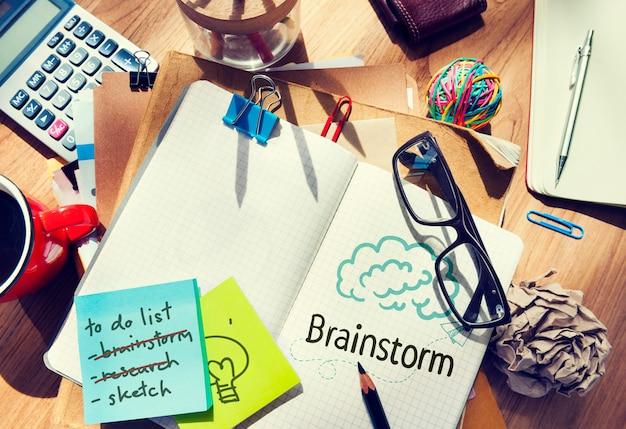 Brainstorm escrito em um notebook