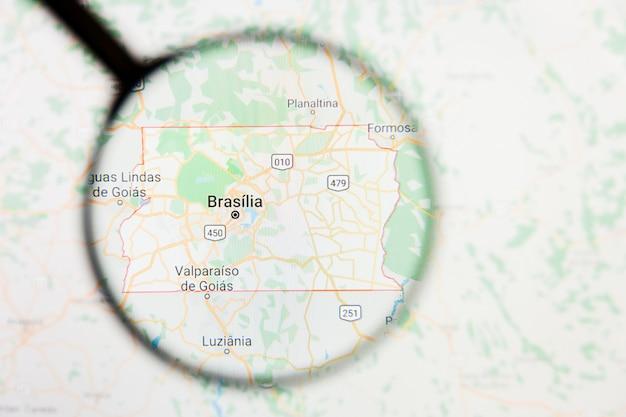 Brasília, brasil, conceito ilustrativo de visualização da cidade na tela de exibição através de lupa