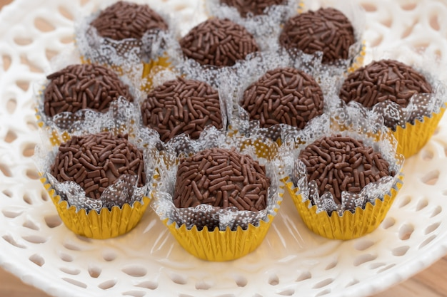 Brigadeiro brasileiro tradicional. as mais famosas bolinhas brasileiras de fudge. bola de chocolate