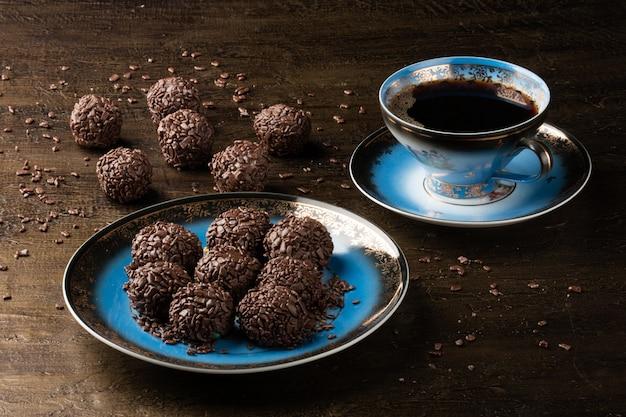 Brigadeiro. chocolate doce tradicional brasileiro. chocolate granulado.