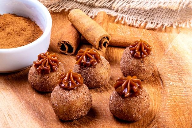 Brigadeiro. doce de chocolate tradicional brasileiro.