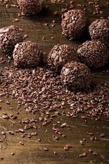Brigadeiro.tradicional chocolate doce brasileiro. chocolate granulado.