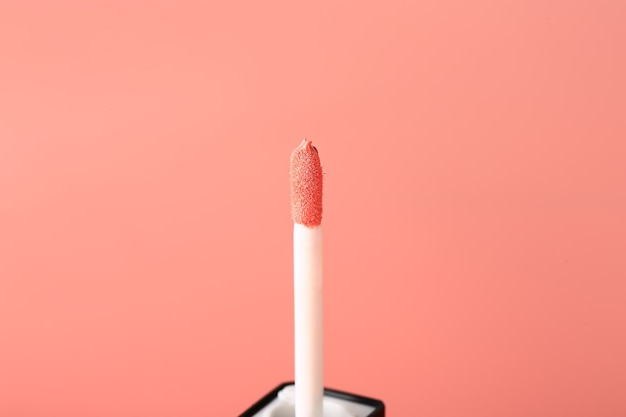 Brilho de batom rosa líquido. conceito cosmético