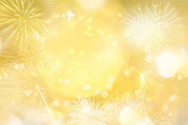 Brilho de ouro natal abstrato com luz bokeh e fogos de artifício para a temporada de natal
